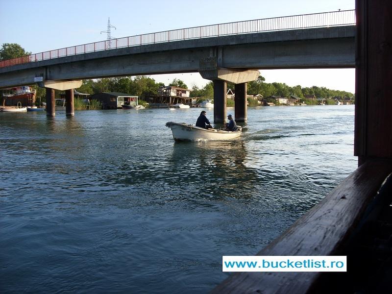 Ada Bojana Muntenegru - podul care leaga insula