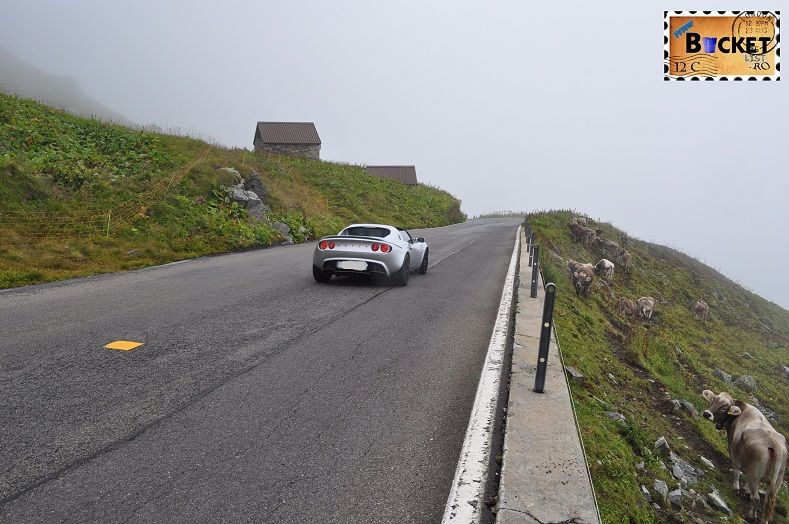 Alpin roads plimbare printre vacute