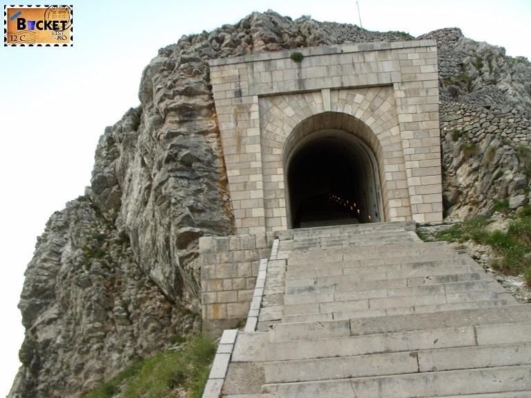 Tunel intrare mausoleu