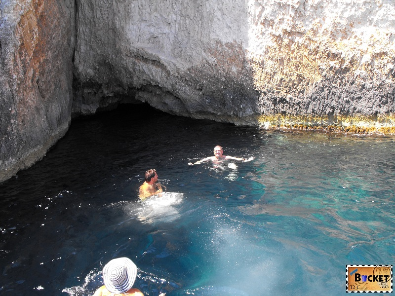 Scalda in pestera Blue Caves