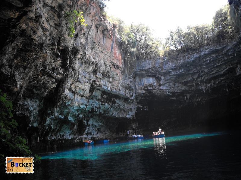 apa albastra a lacului Melissani Kefalonia
