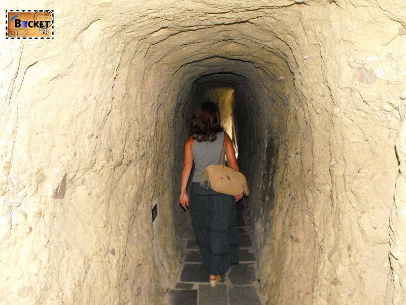 tunel intrare  Marea Meteora
