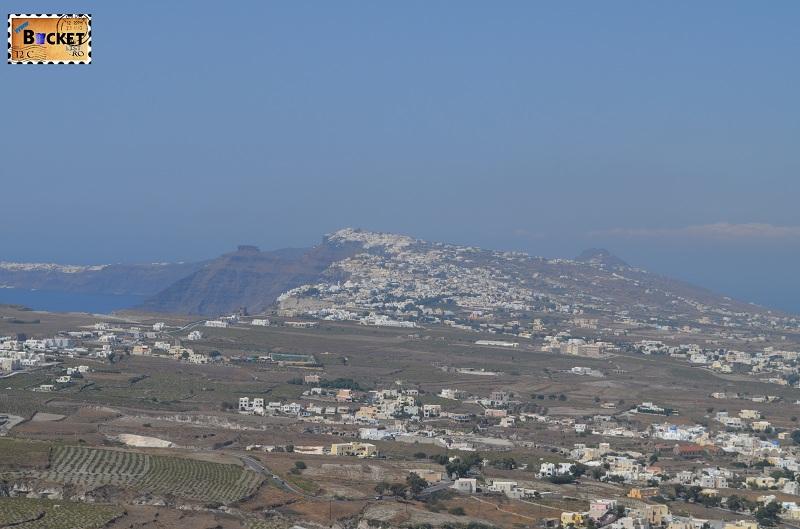 Fira si Skaros vazute din Pyrgos
