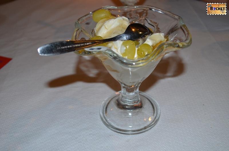 Kamari -Taverna Alexander Iaurt cu miere si cu struguri