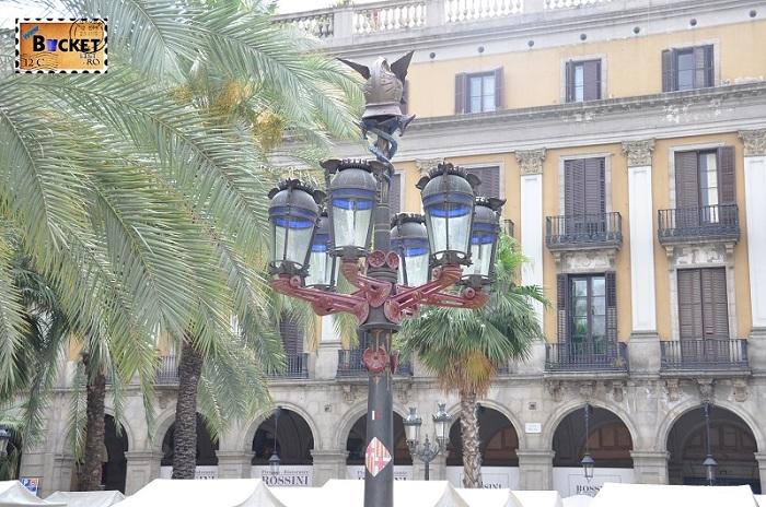 Plaça Reial Gaudi lanterns