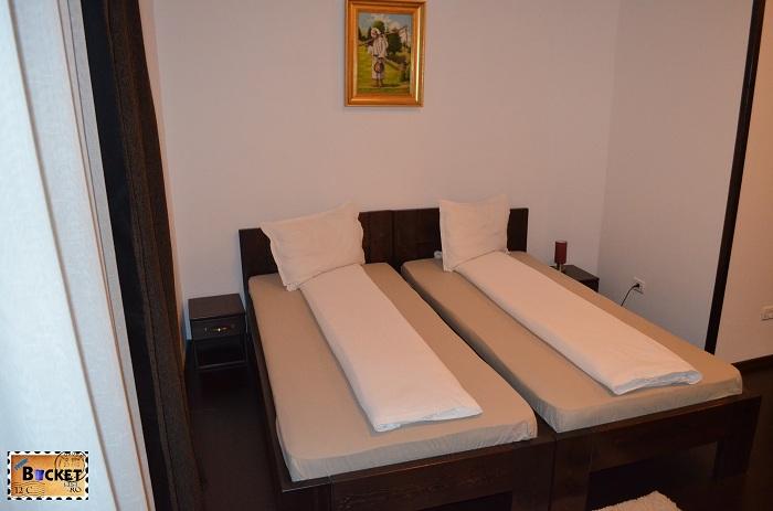 Hotel Taverna Pecicană - camera hotel