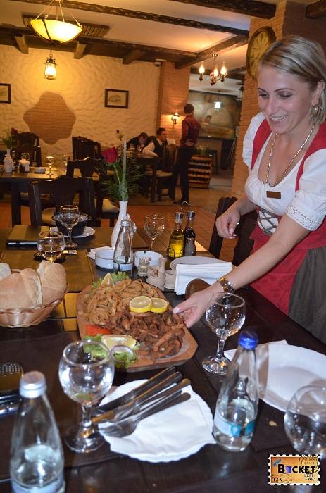 Taverna Pecicană - Jumeri de peste si ceapa pane