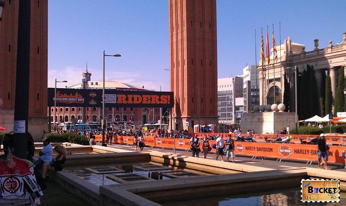Torres Venecianas Plaza de España & Riders Show
