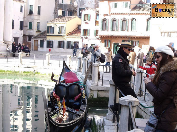 Carnavalul de la Veneţia - Gondola