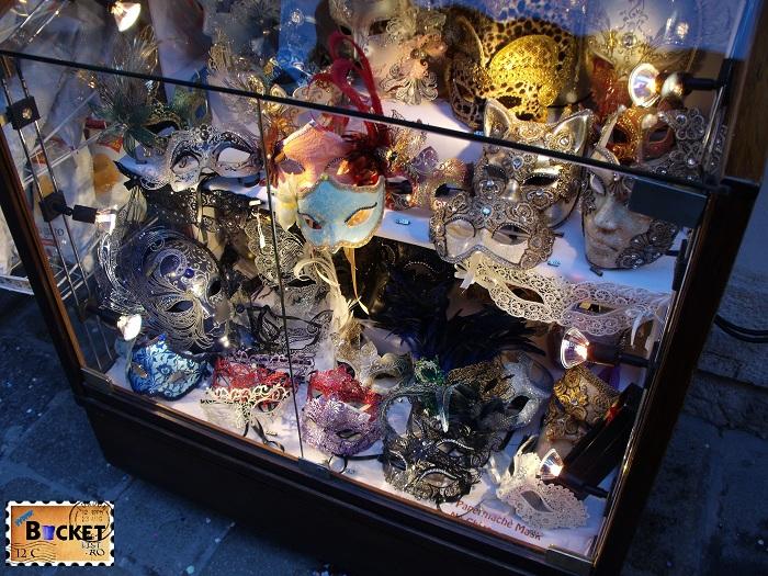 Carnavalul de la Veneţia  - Magazin