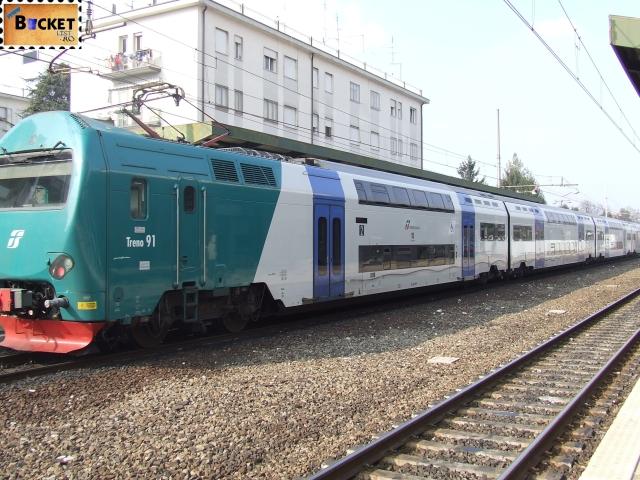 tren spre Carnavalul de la Veneția