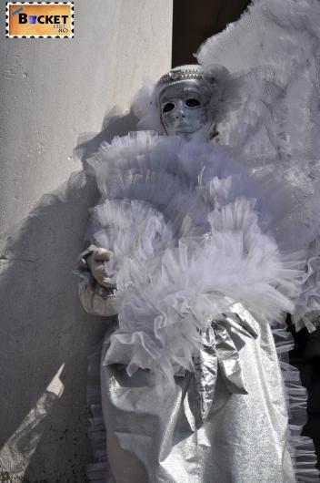 costume şi măşti tradiţionale la  carnavalul de la Veneţia