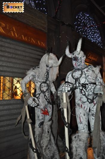 costume şi măşti la  carnavalul de la Veneţia