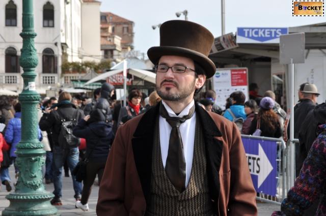 măşti şi costume la  carnavalul de la Veneţia