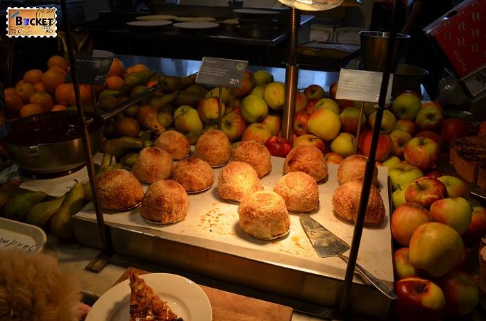 Unde să mănânci în Amsterdam pere la cuptor Restaurant La Place