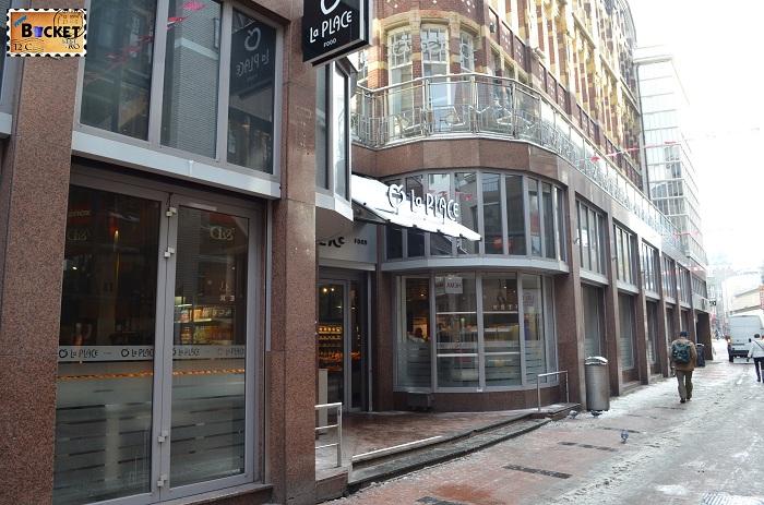 Unde să mănânci în Amsterdam - Restaurant La Place exterior