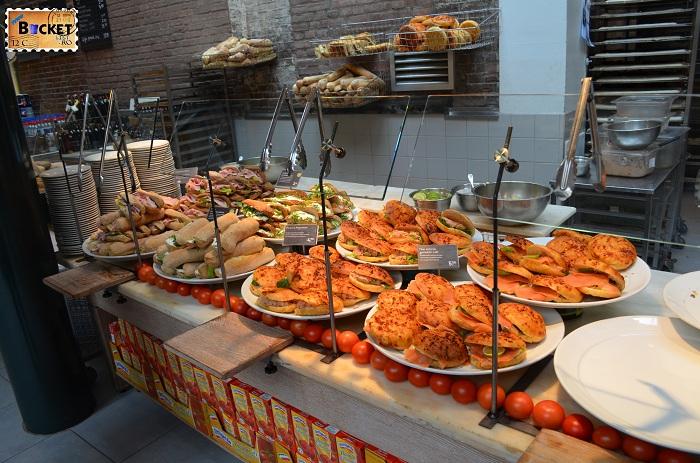 Unde să mănânci în Amsterdam - fast food in La Place