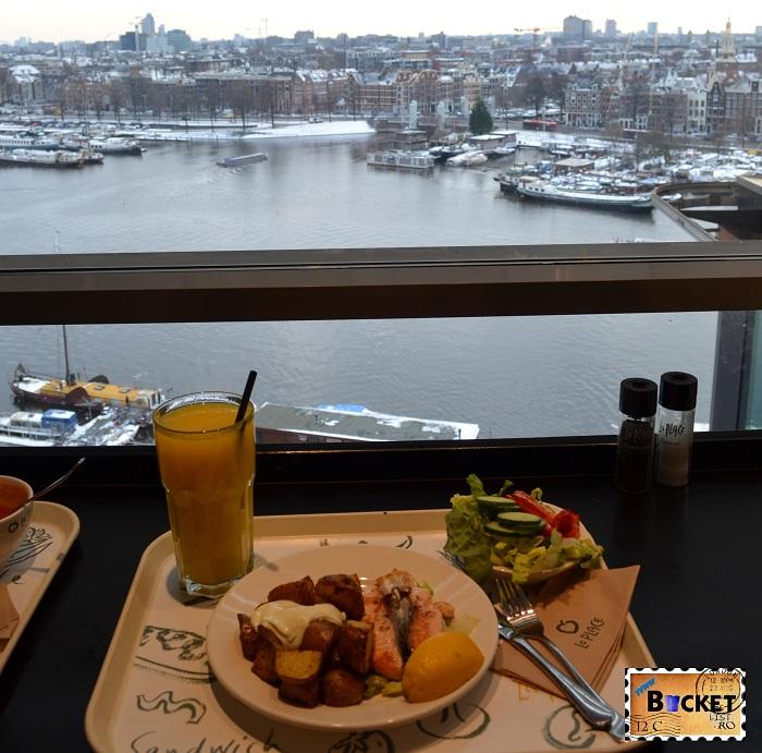 Unde să mănânci în Amsterdam - Restaurant La Place din Biblioteca Centrala -priveliste