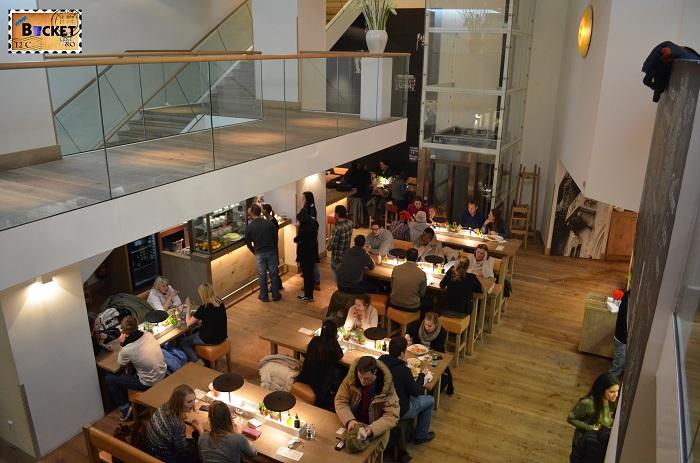 Unde să mănânci în Amsterdam -  vedere generala din restaurant Vapiano