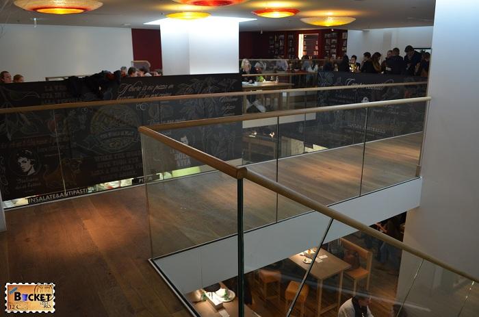 Restaurant Vapiano, etaj 2 - locul unde să mănânci în Amsterdam