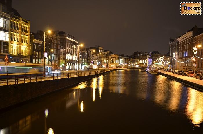 Canalele din Amsterdam - peisaje de noapte