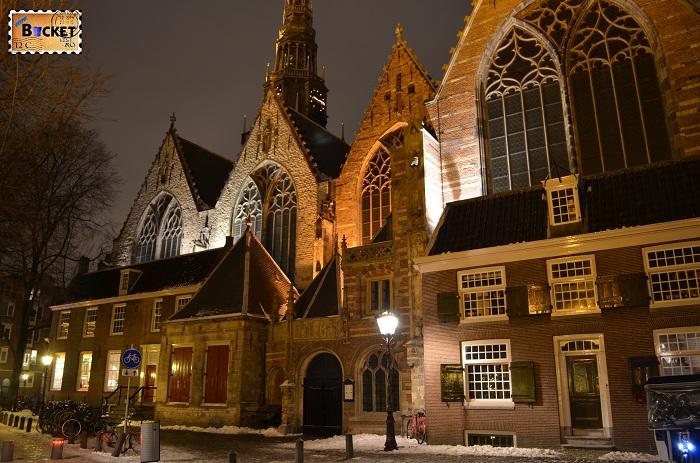 Amsterdam - peisaje de noapte - Oude Kerk