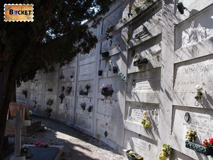 morminte in cimitirul San Michele din Venetia