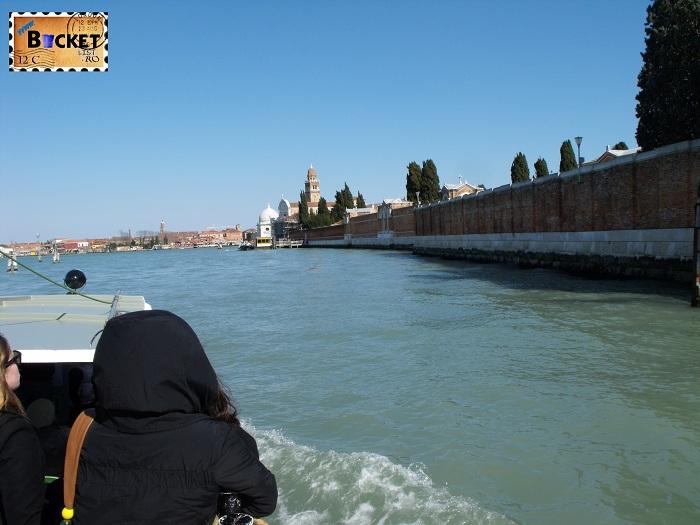 spre intrarea pe insula San Michele - cimitir Venetia