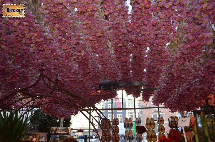 Tavan tapetat cu flori @ Bloemenmarkt, piaţa de flori din Amsterdam