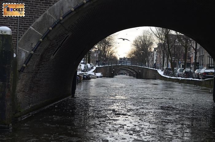 Canalele din Amsterdam - 7 poduri