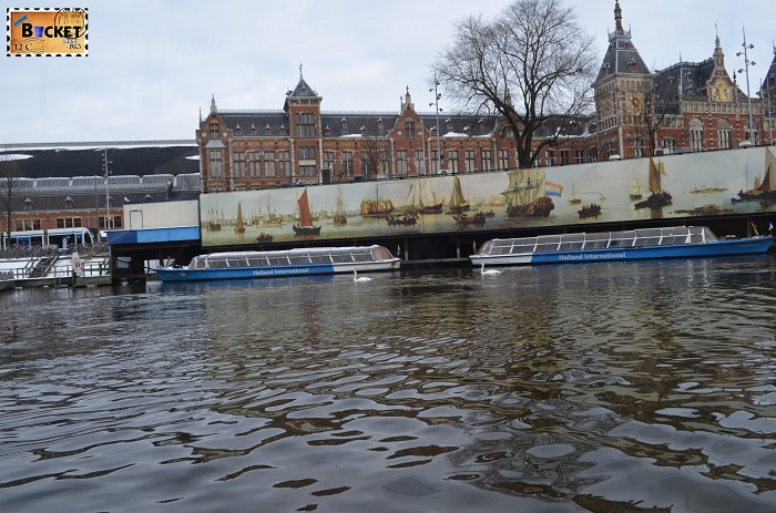 Canalele din Amsterdam - Amsterdam Central Station