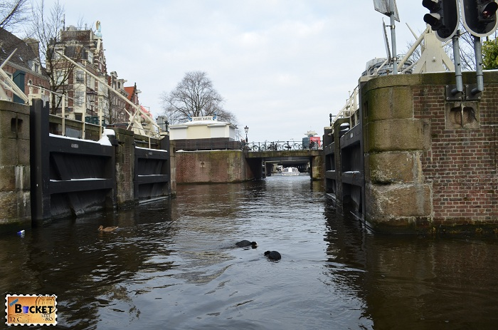 Canalele din Amsterdam ecluza