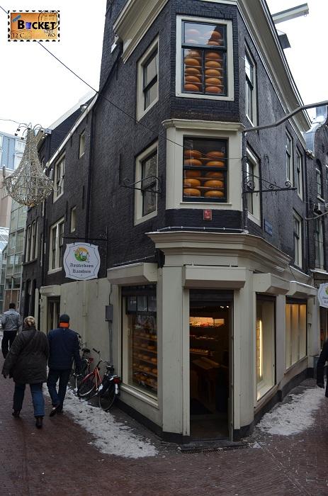 Produse tradiţionale din Amsterdam - Magazin pe strada Kalverstraat