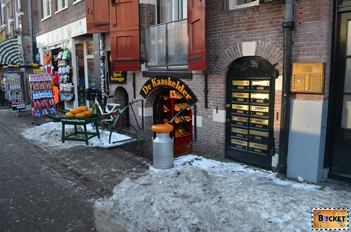 intrarea in magazinul Kaaskelder - Amsterdam