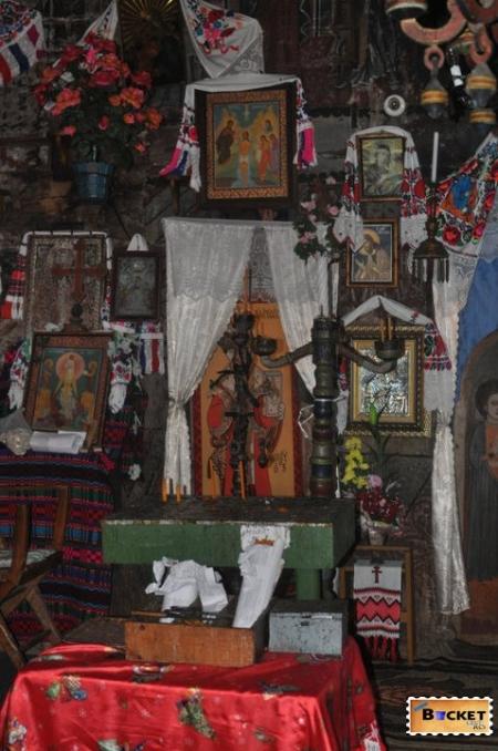Biserica de lemn Bradet Bihor 6