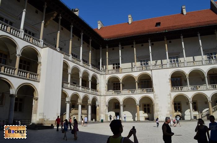 Castelul Wawel Cracovia - curtea interioara a palatului regal