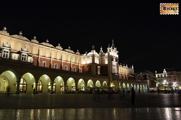Cracovia - peisaje de noapte - Sukiennice, Hala postăvarilor