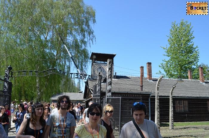 Auschwitz I  intrarea in lagar si baraca SS-ului