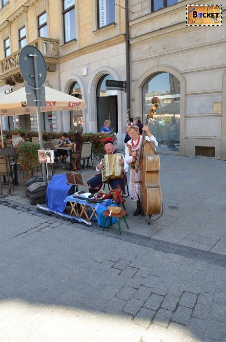 Formatie în piaţa Rynek Glowny