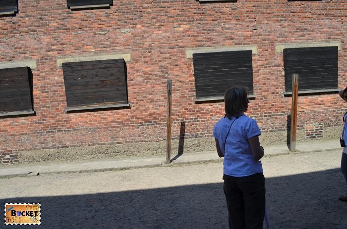 Lagărul Auschwitz I curtea interioara intre baraca 10 si baraca 11- curtea de tortura