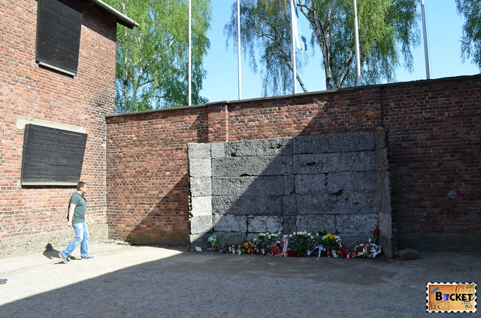 Lagărul Auschwitz I zidul de executie