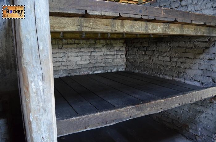 Pat in baracă - Lagărul de concentrare Auschwitz II - Birkenau