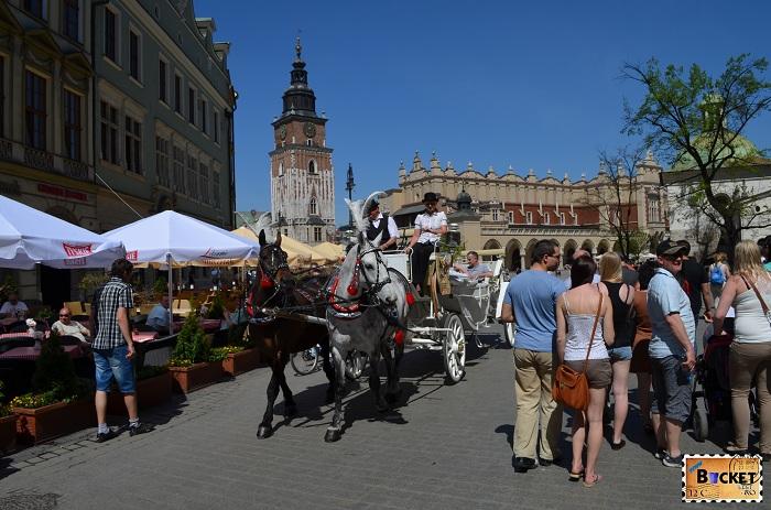 Piaţa Rynek Glowny si turnul primarie din Cracovia