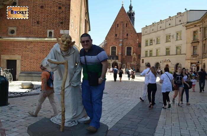 statuie umana din piaţa Rynek Glowny