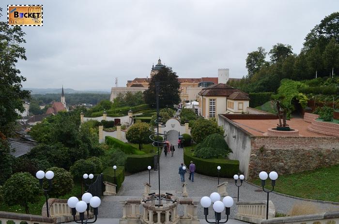 Terasa si intrarea în Abaţia din Melk