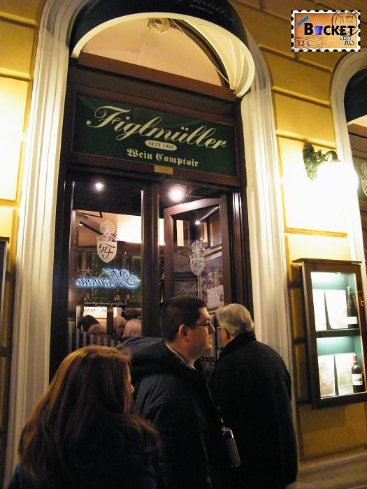 şniţel în Viena la restaurant Figlmüller