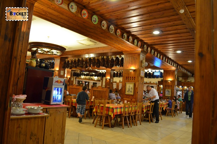Unde să mănânci în drum spre Viena - Restaurant Paprika Csarda Hegyeshalom Ungaria