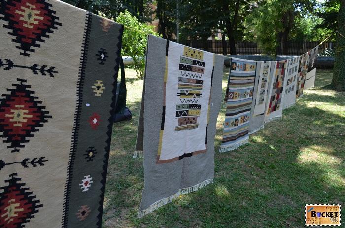 Țesături şi covoare la  Târgul Meşterilor Populari din Oradea