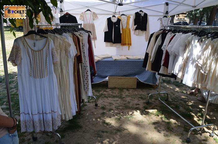 haine traditionale la  Târgul Meşterilor Populari din Oradea