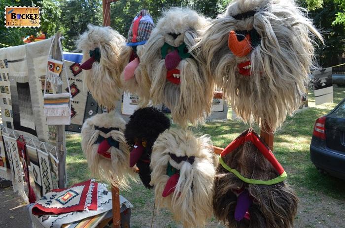Măști populare tradiționale românești la Târgul Meşterilor Populari din Oradea